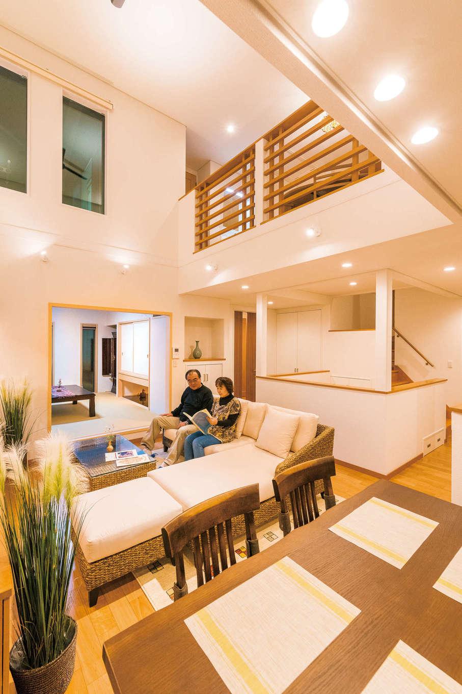 住宅工房 アリアンス【デザイン住宅、省エネ、高級住宅】平面ではなく、「球体」で考えて設計するのが『アリアンス』の特徴。外から家の中が見えないよう、光や風を取り入れる位置に窓を設け、視線を気にせず快適に住める間取りを提案。照明は、人間工学の見地から適切な位置に適切な色の照明を配置し、部屋をより広く見せると同時に心を落ち着かせる