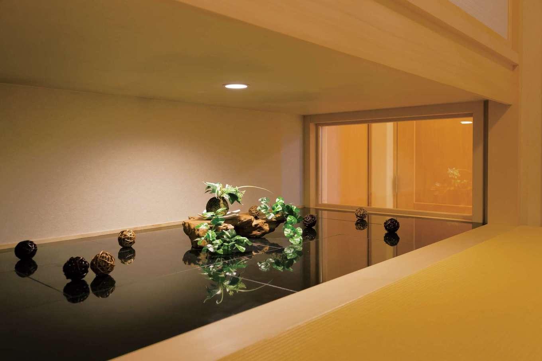 和室は吊り押入れ&地窓を採用したことで目線が抜け、5.4畳よりも広く感じられる