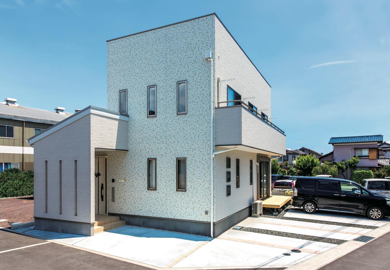 IDK 住まいの発見館【1000万円台、子育て、屋上バルコニー】外観は白を基調に