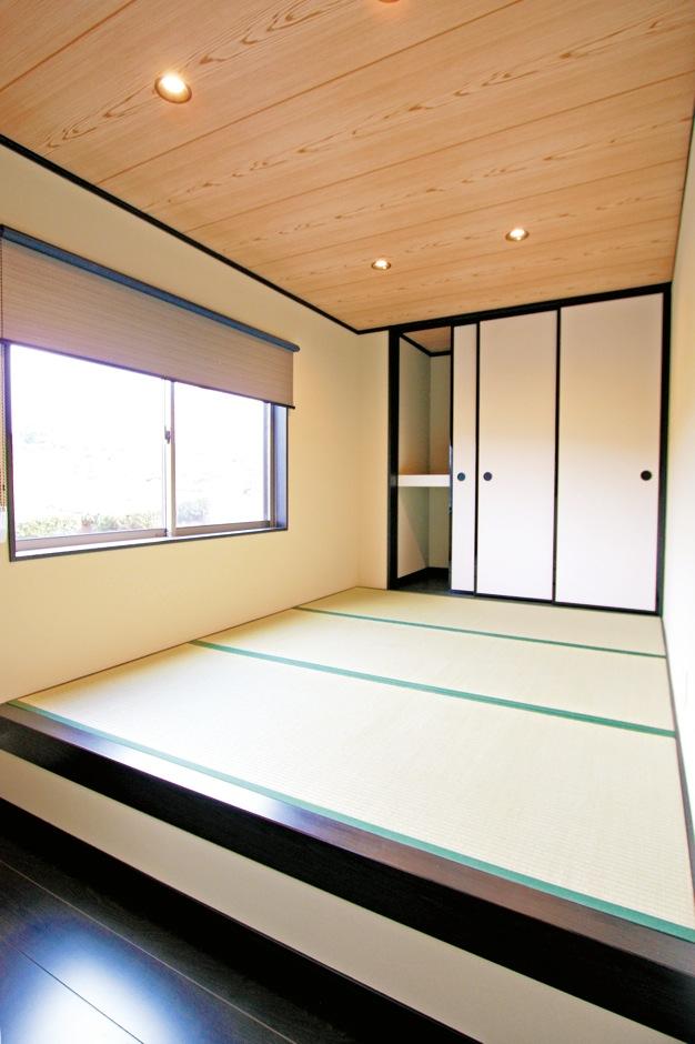 IDK 住まいの発見館【1000万円台、子育て、屋上バルコニー】寝室用に設えた和室は、1.5畳分のフローリング+3.5畳分の小上がり。い草の匂いに癒される和の空間