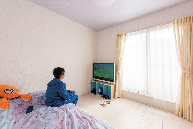 IDK 住まいの発見館【1000万円台、子育て、間取り】長男の部屋。子ども部屋の天井は電気を消すと星空になる壁紙をオプションで選択
