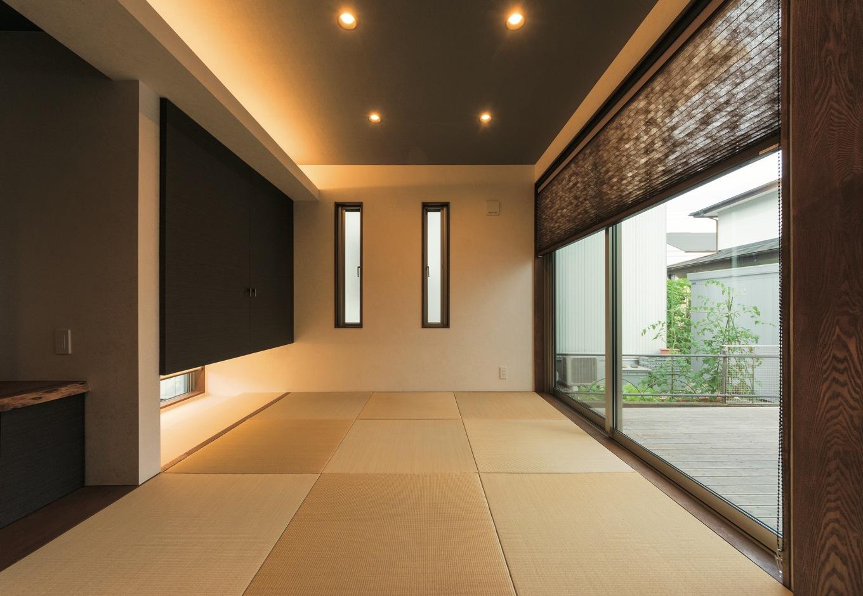 和室は一段高くし、間接照明で効果的に演出。広さを感じられる空間に