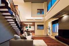 重量鉄骨造で叶えた大空間。品格のある、リゾート住宅