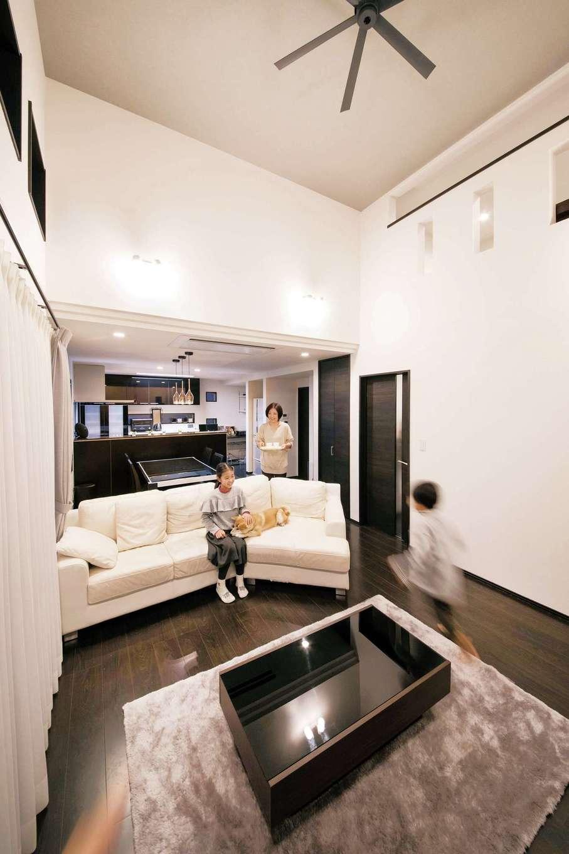 断熱性能がいいから、ビルトインエアコン1台で吹き抜けからスキップフロアを介し、2階の主寝室まで家中が暖まる