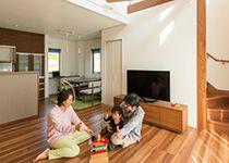 ご家族らしさと 心地よさが同居する放射状の梁をもつ家