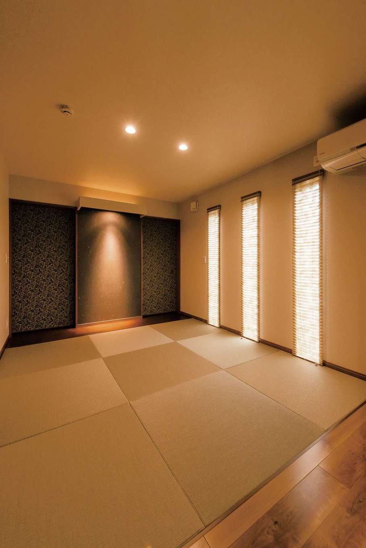 造作引き戸の押入れを間接照明が柔らかく照らすおしゃれな和室