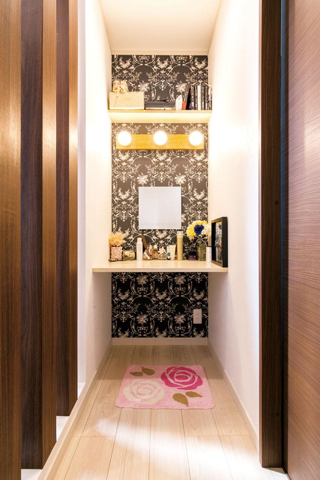 サンワ開発【デザイン住宅、収納力、間取り】2階の化粧スペース。奥さまのセンスが活かされている