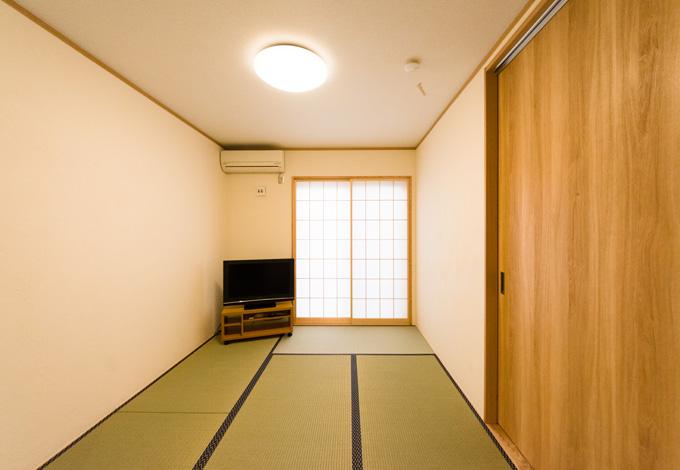 ゲストルームとして用意した和室。大きくてたっぷり収納できるクローゼットには、ゲスト用の布団などを収納