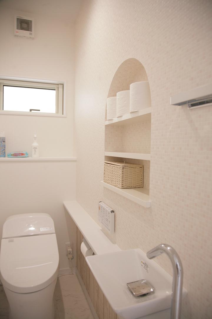 省燃費住宅 大洋工務店【デザイン住宅、子育て、自然素材】壁面に収納スペースを造作し、すっきりさせた