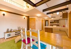 漆喰の壁、無垢の床、ダブル断熱の「エアリーハウス」で住み心地の良さを体感!