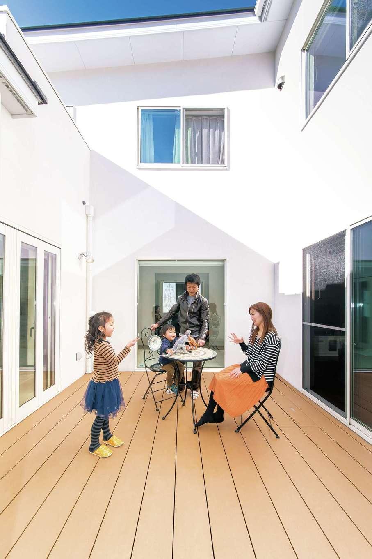 家族に安心と繋がりを感じさせてくれる光溢れる空間