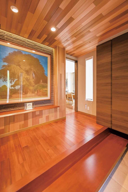 朝日夢工房|来客が多いため玄関には力を入れた。床はカリン、天井にはレッドシダー