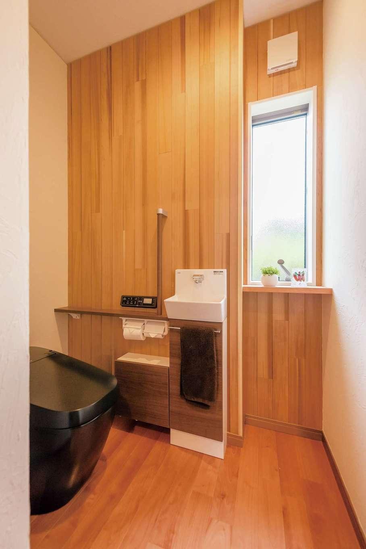 朝日夢工房|トイレも無垢仕立て。ぐっと明るく快適になった