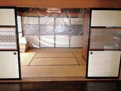 田の字型の和室は、現在の家族構成と暮らし方では使い勝手が悪く、北側の部屋は昼間でも電気をつけなければならないほど暗かった。廊下や広縁の部分も有効に使えていなかった