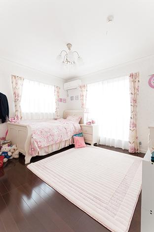 ハウテックス【輸入住宅、趣味、間取り】白を基調とした長女の部屋