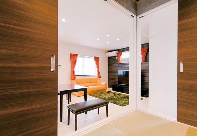 ホームアシスト【1000万円台、子育て、間取り】和室は締め切れば独立空間に。水回りに近く、子どものお風呂上りの着替えにも便利
