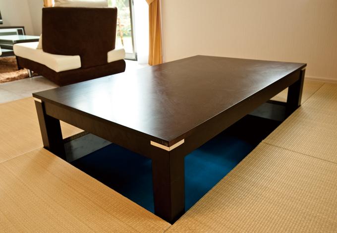 ホームアシスト【1000万円台、デザイン住宅、子育て】畳を上げてテーブルを出したところ。市販のテーブルの大きさに合わせてオリジナルで制作