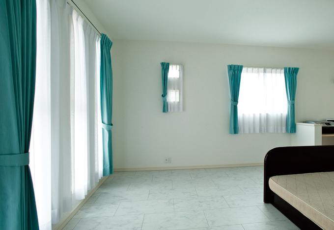 ホームアシスト【1000万円台、デザイン住宅、子育て】子ども部屋に合わせてブルー系でまとめた。照明やカーテンは標準仕様
