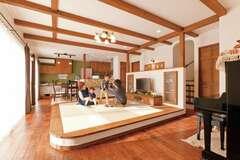 家族がいつも一緒にいられる感性豊かな自然素材の家