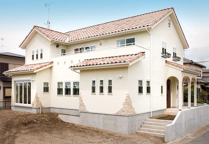 アスカ工務店【子育て、輸入住宅、二世帯住宅】ナチュラルな印象の外観。希望通りにプロバンス風の家ができあがった
