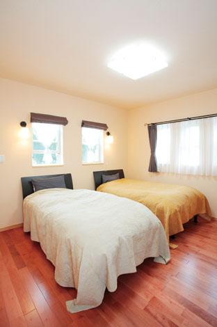 アスカ工務店【子育て、輸入住宅、二世帯住宅】一日の疲れを癒す寝室は、シンプルにまとめてくつろぎの空間に