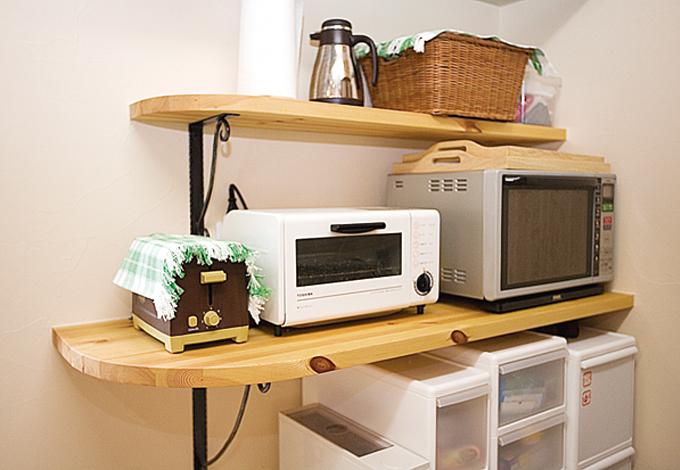 アスカ工務店【1000万円台、子育て、輸入住宅】キッチンや洗面所の棚や収納は、置くものを想定して広さ、高さを決定。冷蔵庫の上はホットプレート置き場に