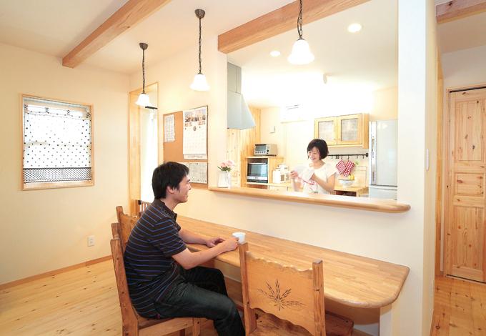 奥様の要望で対面キッチンに。オープン過ぎず、適度な独立性も保たれている