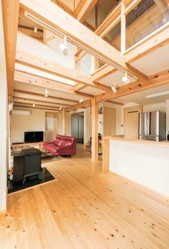 やさしさが続く、快適が変化する 富士ヒノキが包む「木造ドミノの家」
