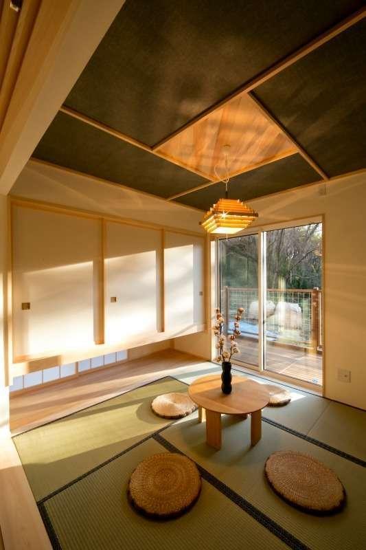 エコフィールド【子育て、趣味、自然素材】天井にアクセントを入れた和室