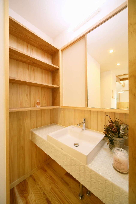 エコフィールド【自然素材、省エネ、間取り】造作の洗面化粧台は、直線を意識し、上品ですっきりとした空間に
