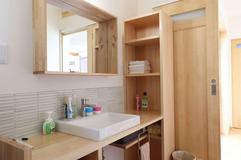 木のぬくもりを感じるデザインと使い勝手を考え抜いた洗面化粧台