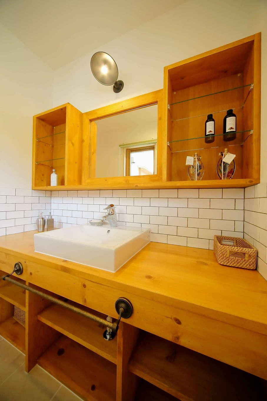 エコフィールド【子育て、自然素材、間取り】奥さまのこだわりが詰まったオリジナル造作の洗面化粧台