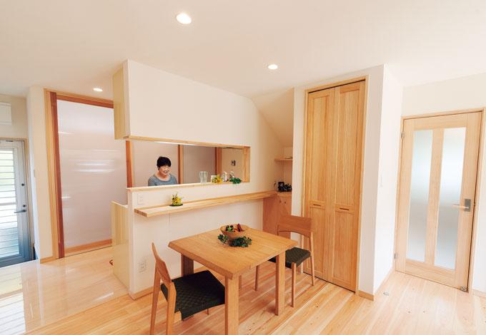 エコフィールド|対面式のキッチンは、カウンターによりリビングからの目隠し効果も