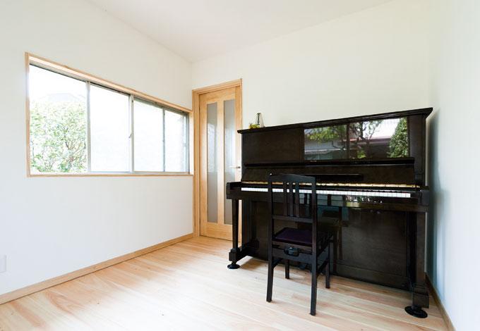 エコフィールド|洋室には大きな窓を設け、光をたっぷり取り込める