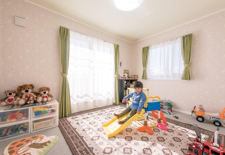 セルコホーム三島 西田工務店【デザイン住宅、輸入住宅、省エネ】2階にある子ども部屋。将来を見据えて、隣に全く同じサイズの子ども部屋をもうひと部屋用意した