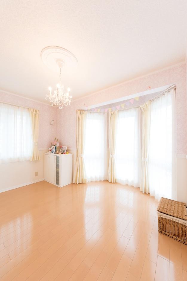 八角形のスペースのある長女の部屋は、まるでお姫様のお部屋みたい