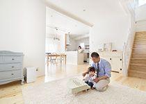 セルコホーム三島 西田工務店【デザイン住宅、輸入住宅、自然素材】家族が集まる1階は、香り漂う無垢のパイン材を使用した床に珪藻土の塗り壁。自然素材のやさしい空間