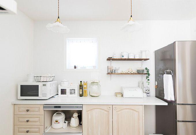 セルコホーム三島 西田工務店【デザイン住宅、輸入住宅、自然素材】使いやすさもデザインも考え抜いたキッチン。木製の棚は施主さん支給で