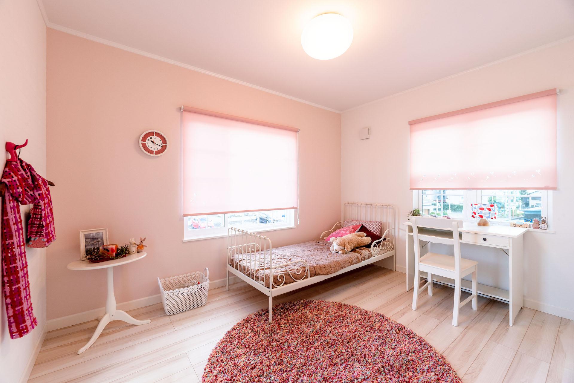 セルコホーム三島 西田工務店【駿東郡清水町久米田128・モデルハウス】白とピンクを基調とした女の子のイメージが可愛い子ども部屋