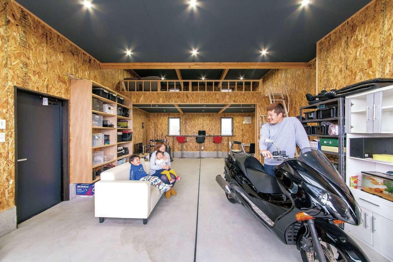 インナーガレージと収納たっぷりのワクワクする家
