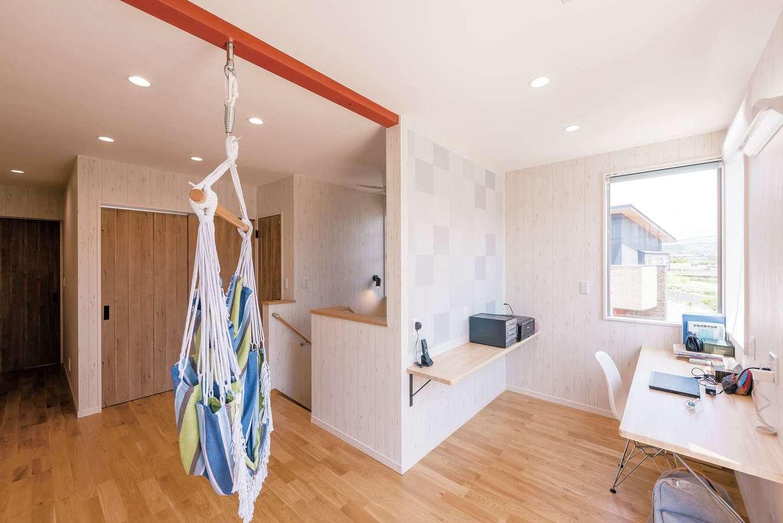 ラインホーム  住勢【趣味、夫婦で暮らす、ガレージ】ゲストルーム、書斎、主寝室、バスルームなどがある2階。ハンモックを吊るして憩いの空間にした