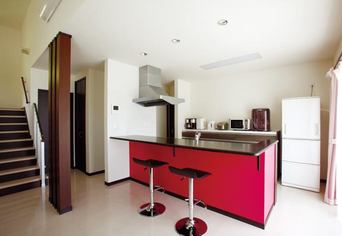 キッチンのショッキングピンクは空間のポイントカラーに