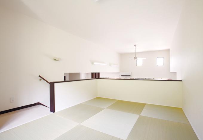 収納上部のロフトは畳コーナー。ゲストの寝室としても活用できる