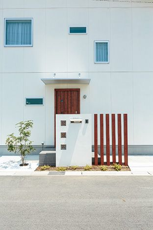 芹工務店【デザイン住宅、子育て、省エネ】通り側は外部からの視線に配慮しながら光と風を採り入れる