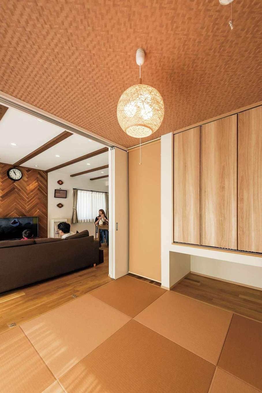 年をとったら1階だけで暮らせるよう、布団を敷けば寝起きできる和室を希望。リビングとの調和が美しい空間に