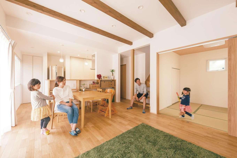 芹工務店【子育て、省エネ、間取り】LDKと和室、合わせて20.5畳が子ども達の遊び場