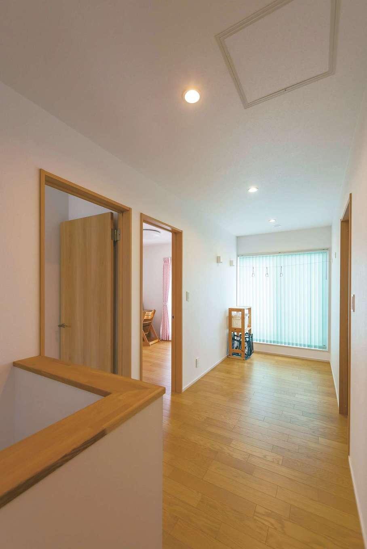 芹工務店【子育て、省エネ、間取り】2階の階段ホールは室内干しにも対応