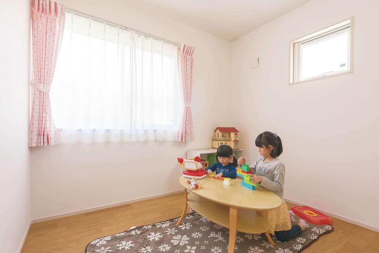 芹工務店【子育て、省エネ、間取り】子ども部屋は窓を2か所に配し、採光に配慮