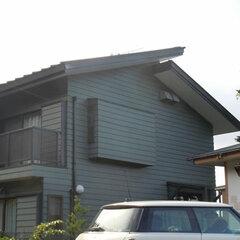 木造の屋根は過去2度塗り替えたが、築19年目で劣化が激しかった