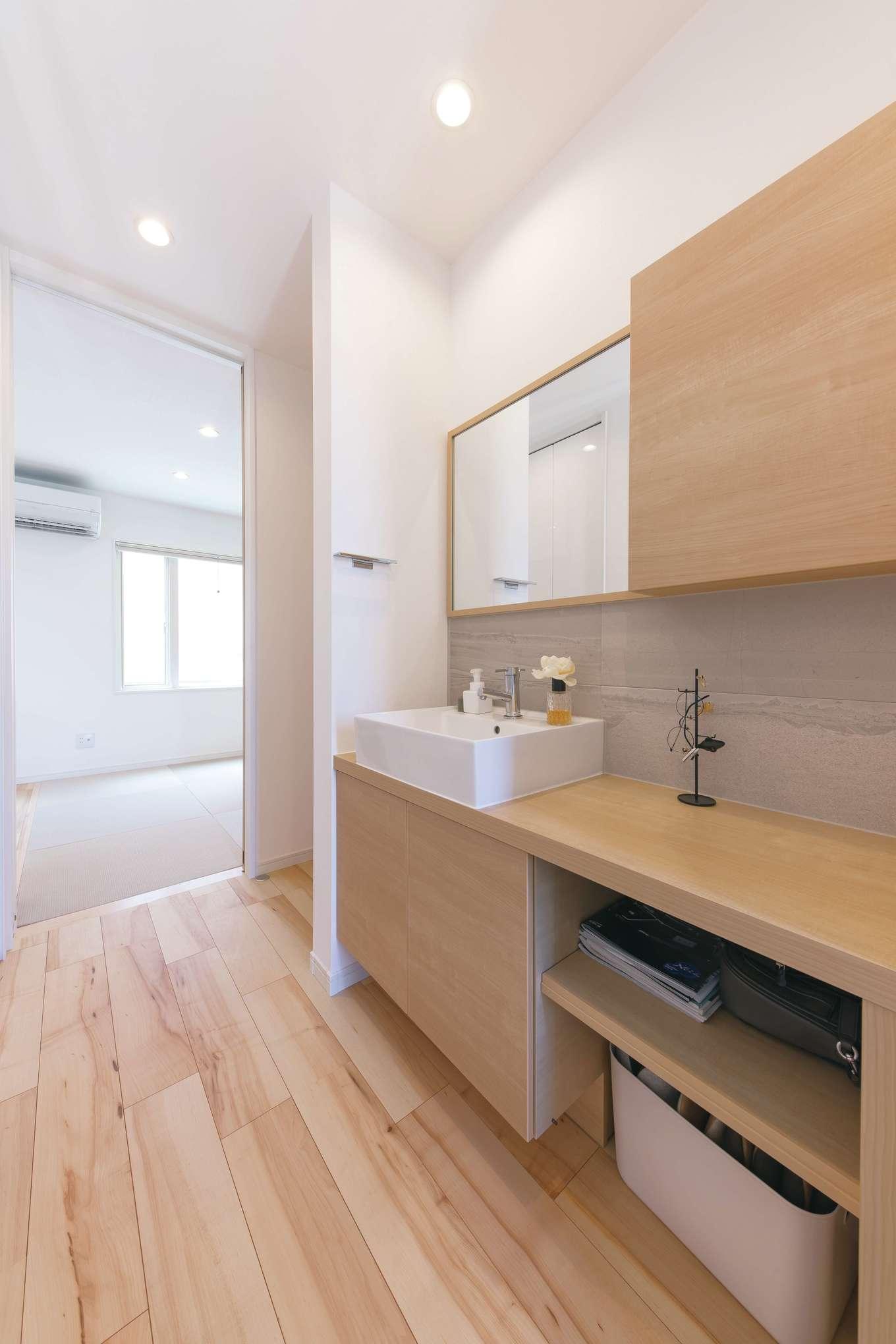 玄関から近い場所に洗面台を設け、子どもが帰宅してすぐに手を洗う習慣を促す